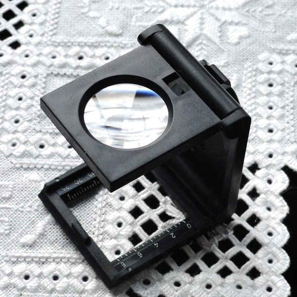 Illuminated Magnifying Linen Tester