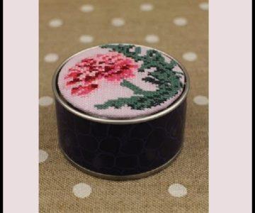 sajou-cross-stitch-kit-carnation-motif-round-box